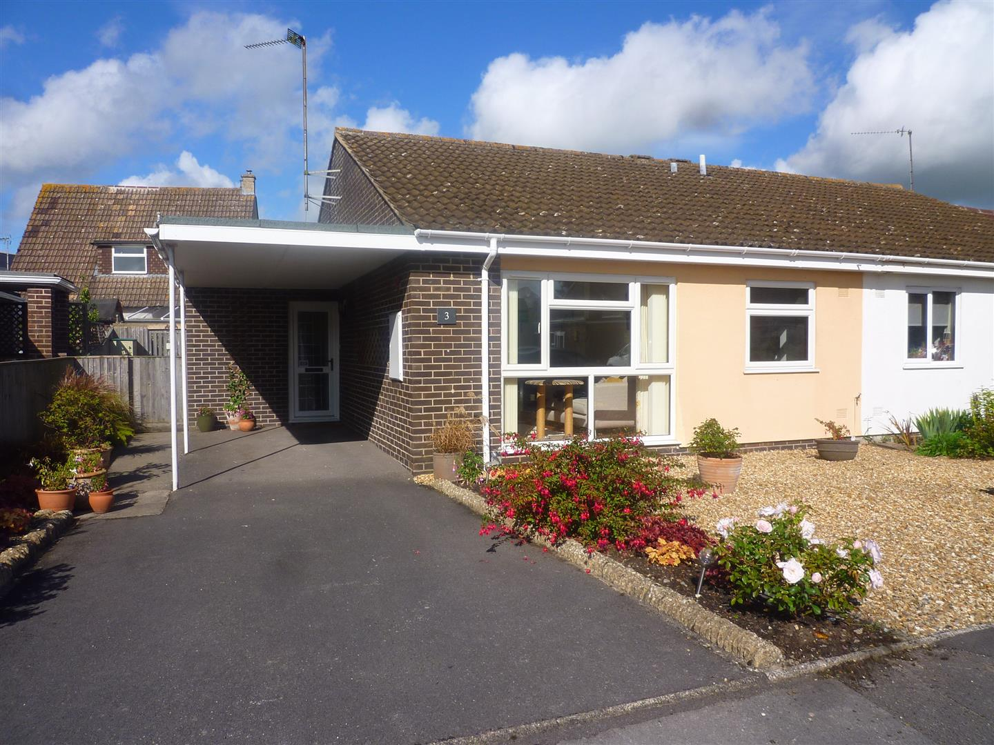 3 Bedrooms Semi Detached Bungalow for sale in Wesley Close, Southwick